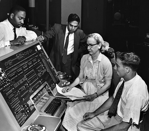 Grace<em>Hopper</em>and_UNIVAC